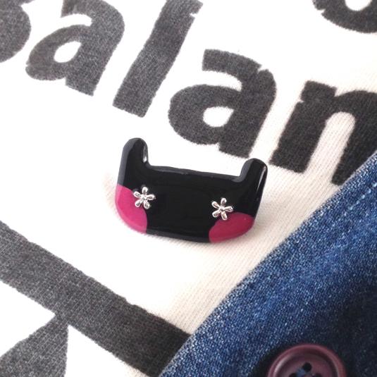 動物シリーズ【ネコ】ブローチ 黒ピンクほっぺ