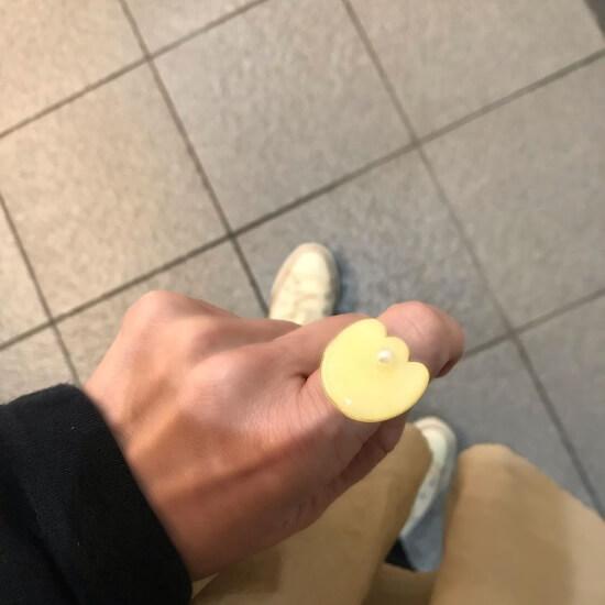 お花型黄色い指輪